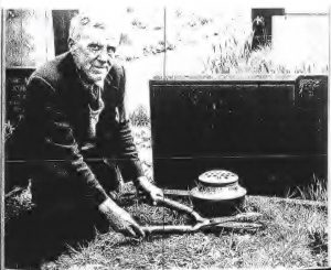 Stan Draper CBE tending the sister's grave
